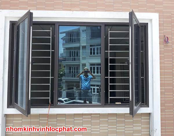 Cửa sổ nhôm Xingfa 2 cánh mở quay