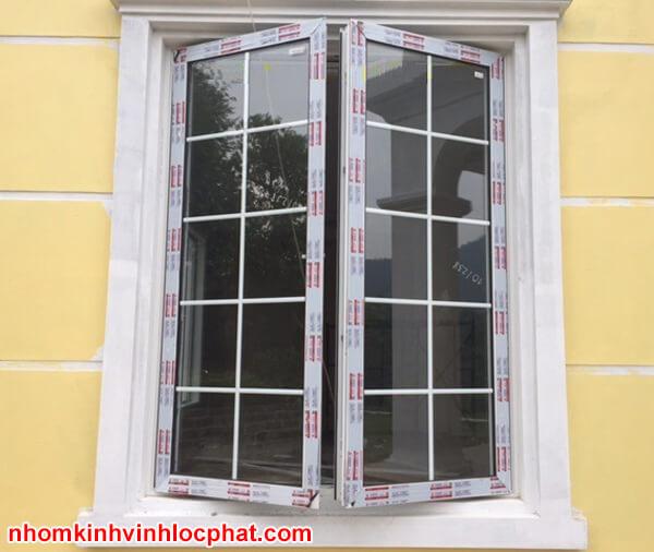 Cửa sổ nhôm Xingfa dùng kính hộp kết hợp nan trang trí